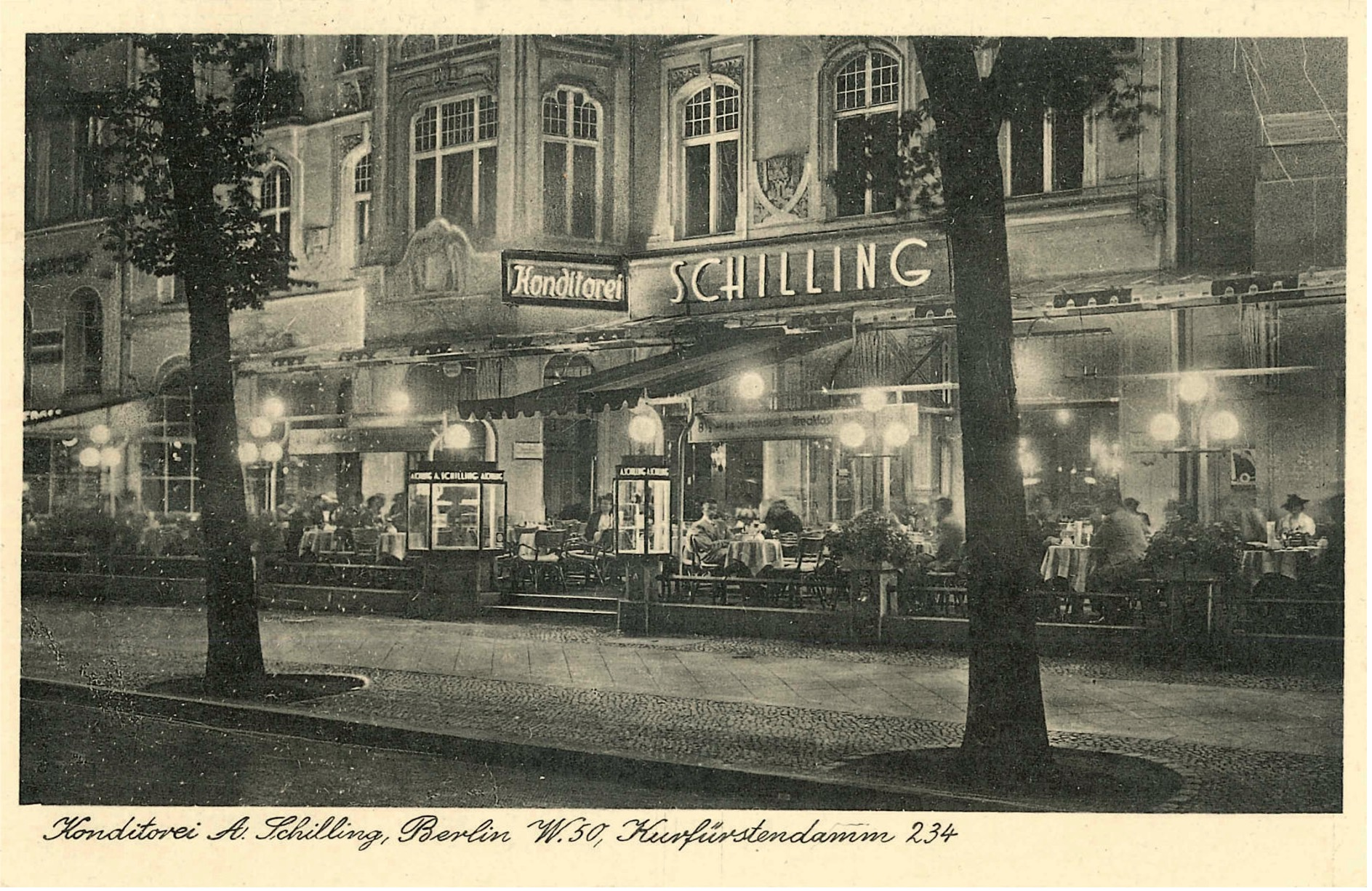 Street view of the confectionery and café 'Schilling'.