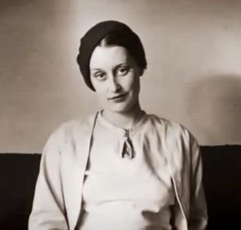 20-year-old Jean Ross photographed in around 1931.